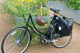 un garage à vélo fleuri !!!